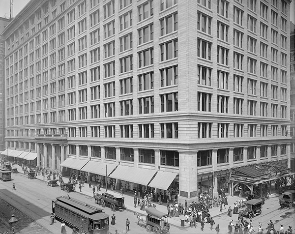 Charles B. Atwood of D. H. Burnham & Company: Marshall Field's (Marshall Field & Co.) store, Chicago, IL (Library of Congress Prints and Photographs Division); photo credit: Detroit Publishing Co.