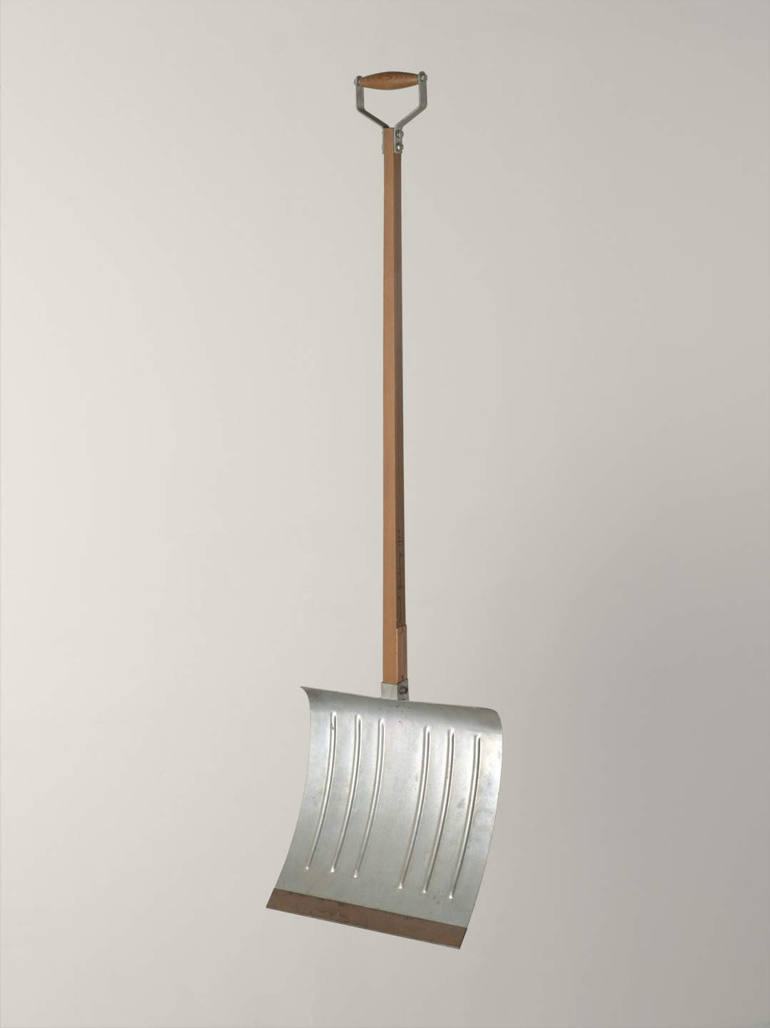 Marcel Duchamp: In Advance of the Broken Arm, wood and galvanized-iron snow shovel, h. 1.32 m, August 1964; 4th version, after lost original of November 1915 (New York, Museum of Modern Art); © 2007 Artists Rights Society (ARS), New York/ADAGP, Paris/Estate of Marcel Duchamp, courtesy of The Museum of Modern Art, New York