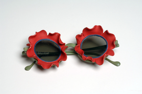 Marcel Rochas: Sunglasses, ceramic, plastic and glass, 1939 (New York, The Museum at FIT); photo courtesy of The Museum at FIT